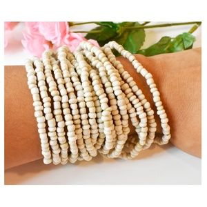 WHITE BEADED BRACELET WITH WOODEN CLASP